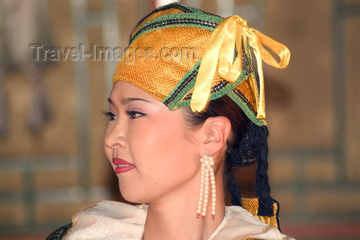 mongolia5: Mongolia - Ulaan Baator / ULN: / Ulan Bator: Ulan Bator: folk evening - dancer - photo by A.Summers - (c) Travel-Images.com - Stock Photography agency - Image Bank