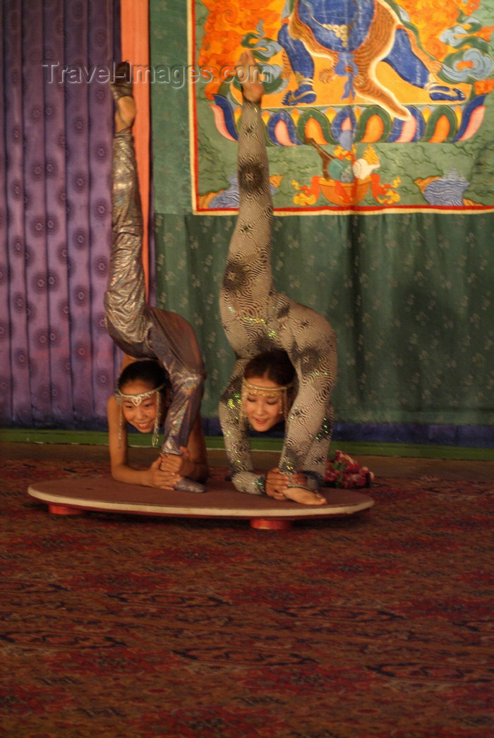 mongolia66: Mongolia - Ulaan Baator / ULN: / Ulan Bator: folk evening - contortionists - photo by A.Summers - (c) Travel-Images.com - Stock Photography agency - Image Bank