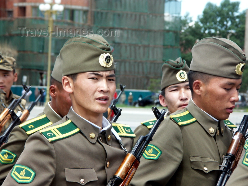 mongolia77: Mongolia - Ulan Bator / Ulaanbaatar: army - Mongolian soldiers on parade - AK-47 - photo by P.Artus - (c) Travel-Images.com - Stock Photography agency - Image Bank