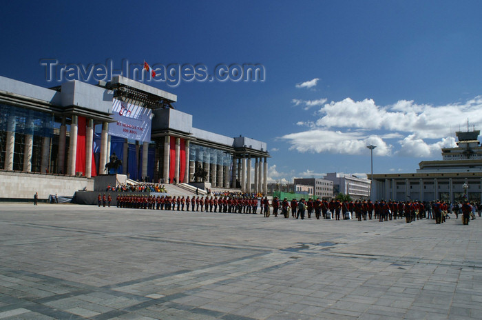 mongolia98: Ulan Bator / Ulaanbaatar, Mongolia: in front of the Parliament building, Suhbaatar square - photo by A.Ferrari - (c) Travel-Images.com - Stock Photography agency - Image Bank