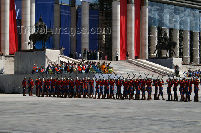 mongolia99: Ulan Bator / Ulaanbaatar, Mongolia: soldiers and musicians - stairs of the Parliament building, Suhbaatar square - photo by A.Ferrari - (c) Travel-Images.com - Stock Photography agency - Image Bank
