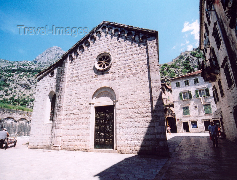 montenegro168: Montenegro - Crna Gora - Kotor: chapel - photo by M.Torres - (c) Travel-Images.com - Stock Photography agency - Image Bank