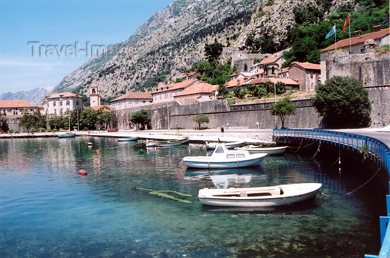 montenegro182: Montenegro - Crna Gora  - Kotor: waterfront - ramparts - photo by M.Torres - (c) Travel-Images.com - Stock Photography agency - Image Bank