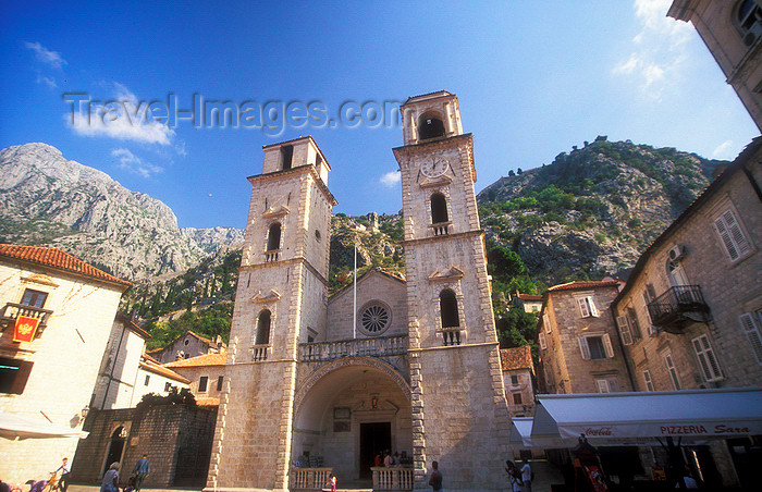 montenegro199: Montenegro - Kotor: Cathedral of St. Tryphon and the mountains - chiesa cattolica di San Trifone - photo by D.Forman - (c) Travel-Images.com - Stock Photography agency - Image Bank