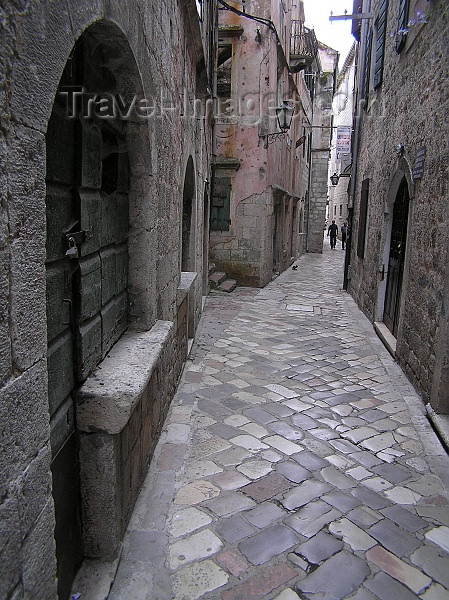 montenegro20: Montenegro - Crna Gora  - Kotor: cobbled street ind the old town - UNESCO world heritage sites - photo by J.Kaman - (c) Travel-Images.com - Stock Photography agency - Image Bank