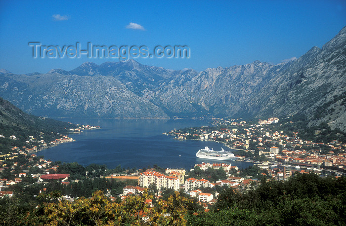 montenegro42: Montenegro - Kotor / Cattaro: town and fjord - cruise-ship in Boka Kotorska - photo by D.Forman - (c) Travel-Images.com - Stock Photography agency - Image Bank