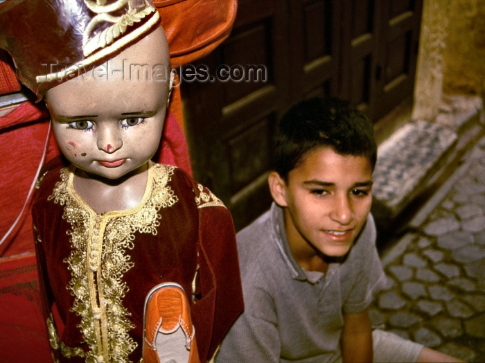 moroc105: Morocco / Maroc - Fès: boy and mannequin - photo by F.Rigaud - (c) Travel-Images.com - Stock Photography agency - Image Bank