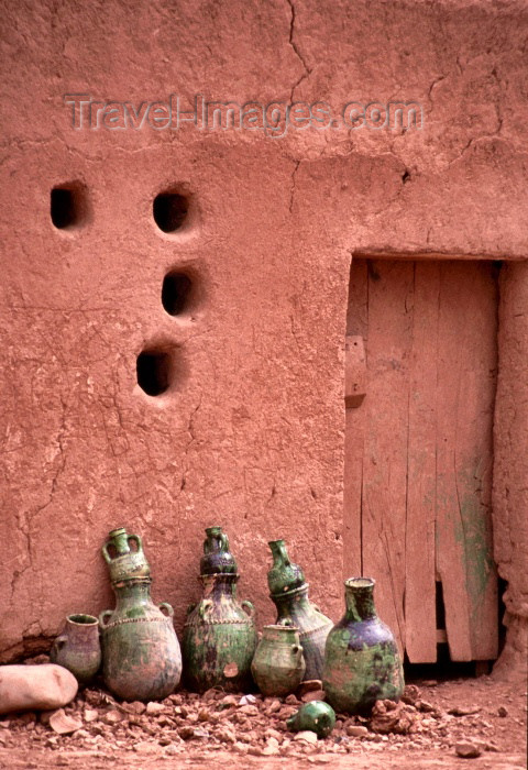 moroc135: Morocco / Maroc - Tamegroute: ventilation holes and amphorae - hoto by F.Rigaud - (c) Travel-Images.com - Stock Photography agency - Image Bank