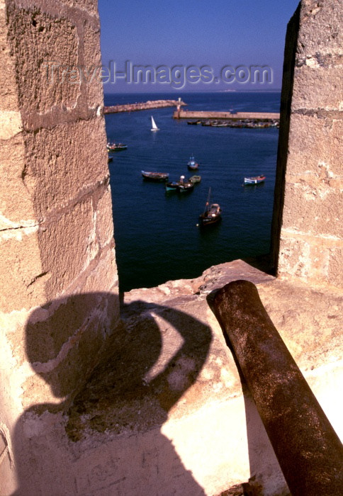 moroc145: Morocco / Maroc - Mazagão / El Djadida: Portuguese castle - shadow and view over the harbour - Unesco word heritage site - photo by F.Rigaud - (c) Travel-Images.com - Stock Photography agency - Image Bank