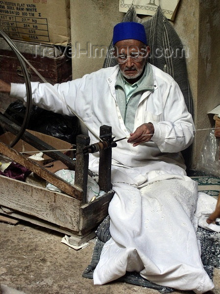 moroc160: Morocco / Maroc - Fez: old craftsman with a spinning wheel - photo by J.Kaman - (c) Travel-Images.com - Stock Photography agency - Image Bank