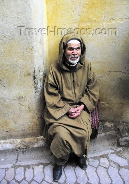 moroc163: Morocco / Maroc - Fez: man in traditional costume - jallaba / djellaba - photo by J.Kaman - (c) Travel-Images.com - Stock Photography agency - Image Bank