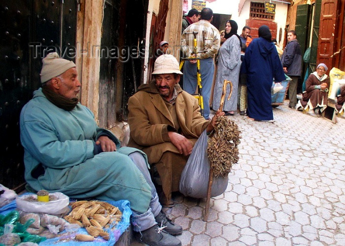 moroc166: Morocco / Maroc - Fez: chatting on the street - photo by J.Kaman - (c) Travel-Images.com - Stock Photography agency - Image Bank