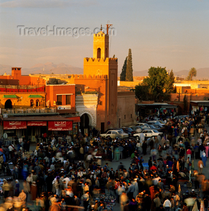 moroc195: Morocco / Maroc - Marrakesh: Mosque by Place Djemaa el-Fna - medina - Unesco world heritage site - photo by W.Allgower - (c) Travel-Images.com - Stock Photography agency - Image Bank