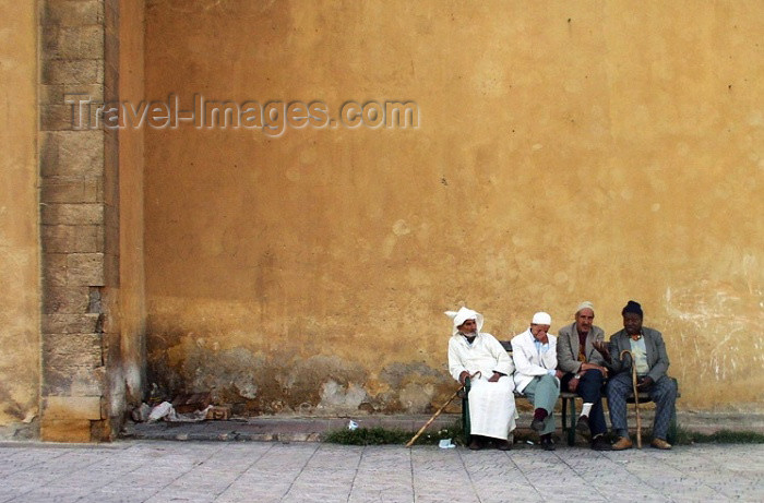 moroc222: Morocco / Maroc - Casablanca: old men on a bench - photo by J.Kaman - (c) Travel-Images.com - Stock Photography agency - Image Bank