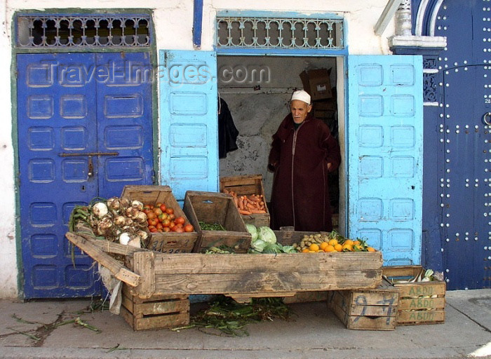 moroc230: Morocco / Maroc - Rabat: shop - fruit and vegetables - photo by J.Kaman - (c) Travel-Images.com - Stock Photography agency - Image Bank