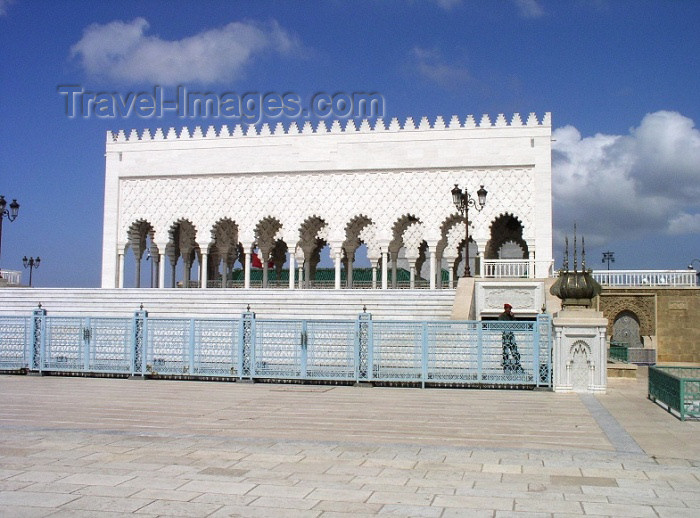 moroc239: Morocco / Maroc - Rabat: mausoleum of Mohammed V - colunade - photo by J.Kaman - (c) Travel-Images.com - Stock Photography agency - Image Bank