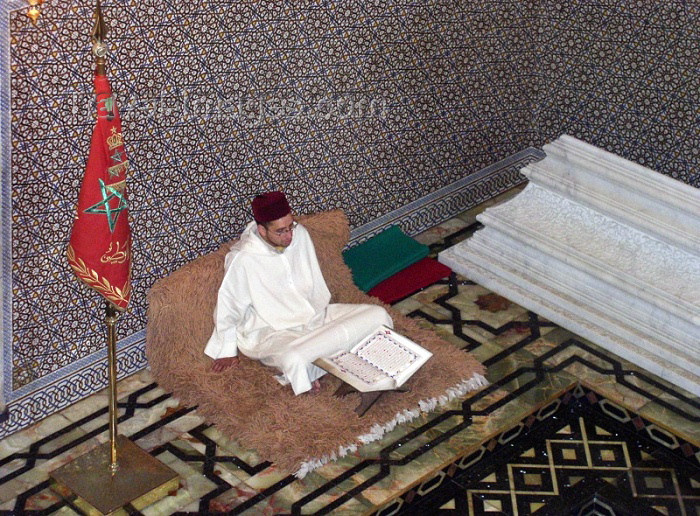 moroc242: Morocco / Maroc - Rabat: mausoleum of Mohammed V - praying with the Koran - photo by J.Kaman - (c) Travel-Images.com - Stock Photography agency - Image Bank