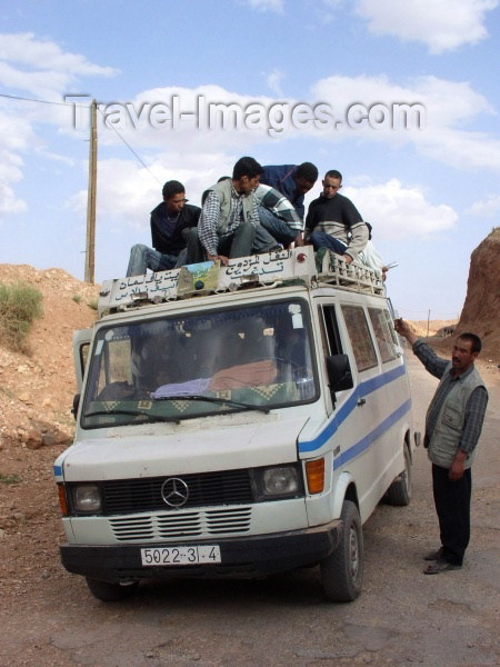 moroc287: Morocco / Maroc - Dades gorge: grand taxi / shared taxi - all aboard? - Marcedes van - photo by J.Kaman - (c) Travel-Images.com - Stock Photography agency - Image Bank