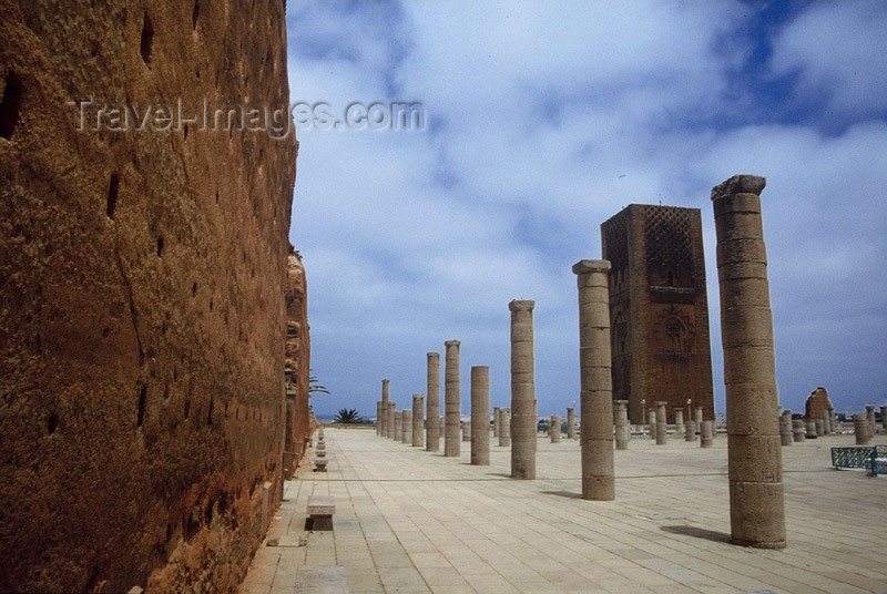 moroc3: Morocco / Maroc - Rabat / RBA: wall of the Hassan mosque and the Hassan tower, its unfinished minaret - photo by M.Zaraska - (c) Travel-Images.com - Stock Photography agency - Image Bank