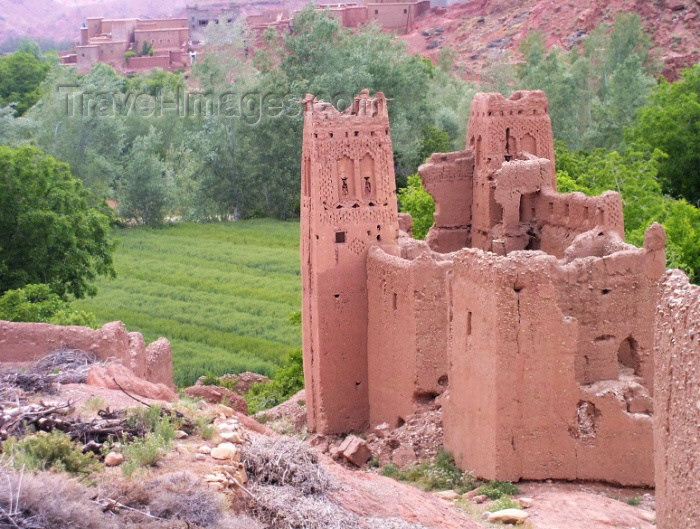 moroc317: Morocco / Maroc - Dades gorge: ancient mud architecture - photo by J.Kaman - (c) Travel-Images.com - Stock Photography agency - Image Bank