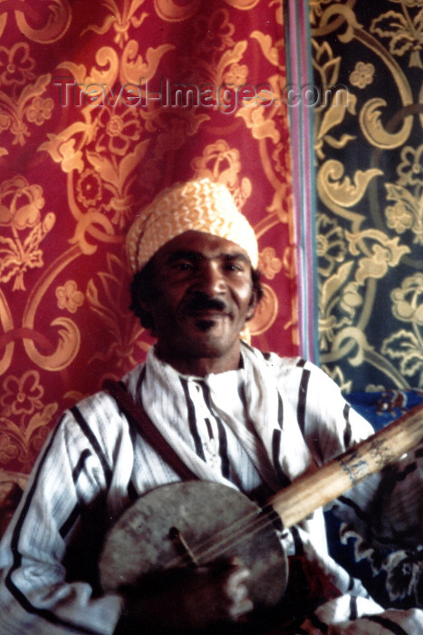 moroc377: Morocco / Maroc - Marrakesh: musician - photo by C.Abalo - (c) Travel-Images.com - Stock Photography agency - Image Bank