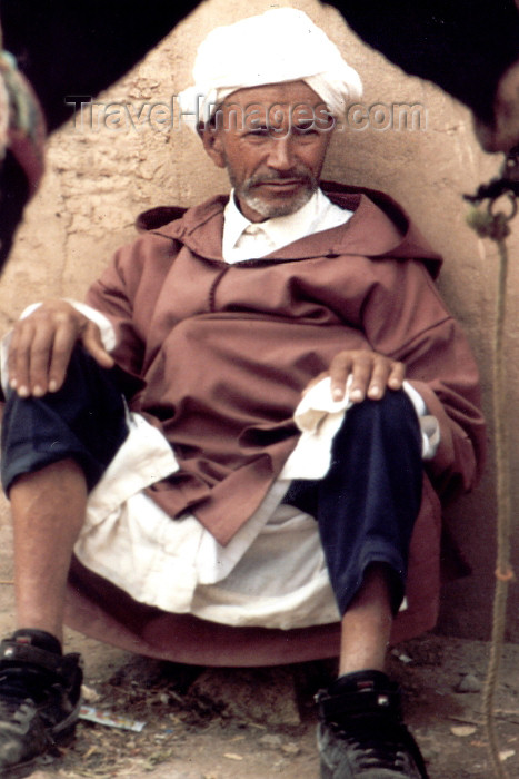 moroc378: Morocco / Maroc - Marrakesh: the donkey rider takes a rest - photo by C.Abalo - (c) Travel-Images.com - Stock Photography agency - Image Bank
