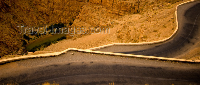 moroc389: Morocco - Dades Gorge / Gorge du Dades: mountain road - photo by M.Ricci - (c) Travel-Images.com - Stock Photography agency - Image Bank