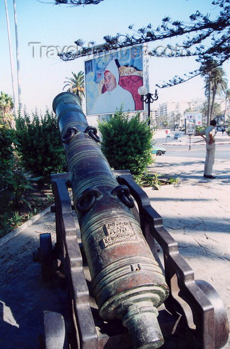 moroc40: Morocco / Maroc - Tangier / Tanger: King Mohamed VI and an old gun - Avenue d'Espagne - photo by M.Torres - (c) Travel-Images.com - Stock Photography agency - Image Bank