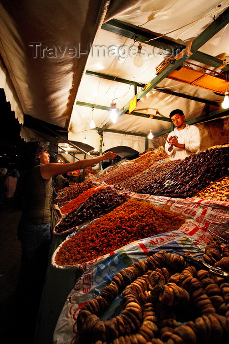 moroc424: Morocco - Marrakech: Place Djemaa el Fna - dried fruits - photo by M.Ricci - (c) Travel-Images.com - Stock Photography agency - Image Bank