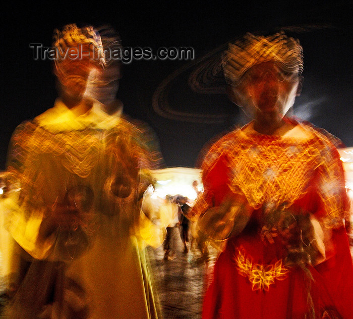 moroc426: Morocco - Marrakech: Place Djemaa el Fna - dancers - photo by M.Ricci - (c) Travel-Images.com - Stock Photography agency - Image Bank