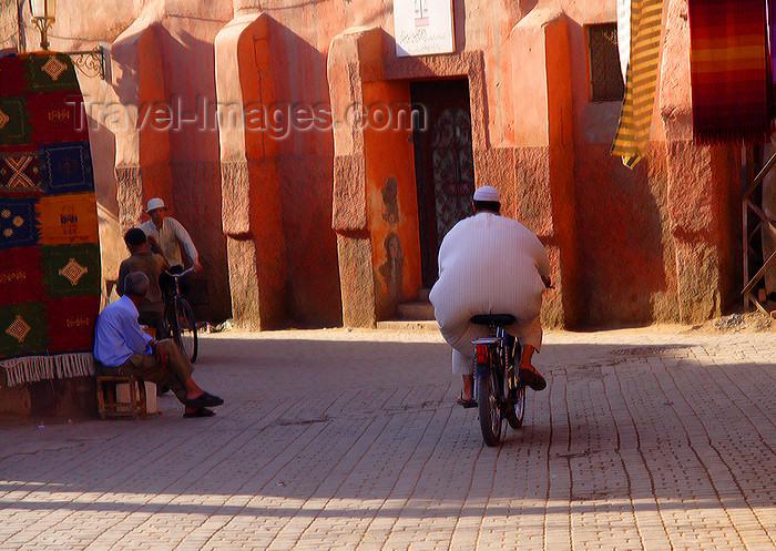 moroc503: Marrakesh - Morocco: street scene - bike and baloon - photo by Sandia - (c) Travel-Images.com - Stock Photography agency - Image Bank