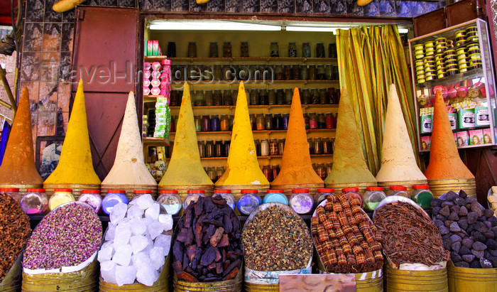 moroc512: Marrakesh - Morocco: Marakesh market - spices - photo by Sandia - (c) Travel-Images.com - Stock Photography agency - Image Bank