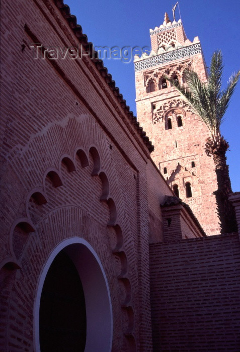 moroc66: Morocco / Maroc - Marrakesh / Marrakech: La Koutoubia mosque and minaret - built under Almohad Caliph Yaqub al-Mansur - Medina of Marrakech - UNESCO World Heritage Site - photo by F.Rigaud - (c) Travel-Images.com - Stock Photography agency - Image Bank