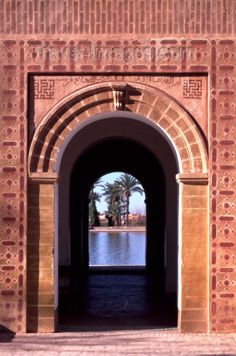 moroc67: Morocco / Maroc - Marrakesh: pond  and gate - Islamic geometric decoration - La Menara - photo by F.Rigaud - (c) Travel-Images.com - Stock Photography agency - Image Bank