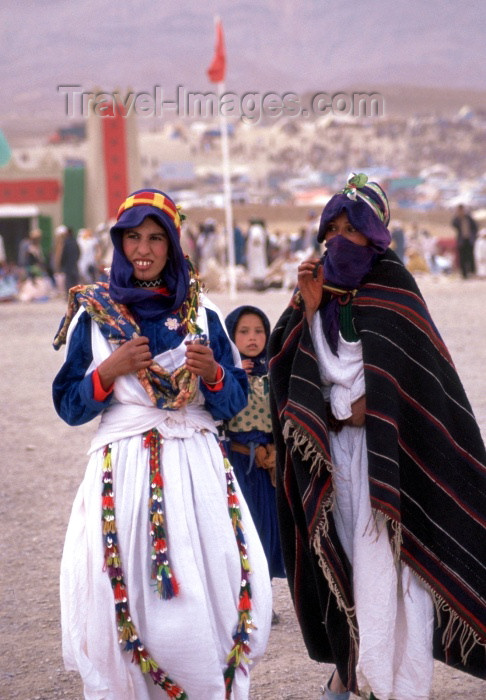 moroc84: Morocco / Maroc - Imilchil (Meknes-Tafilalet region - 32.08N5.40W): women at the brides festival, held in late September - during the festival unmarried men and women from the region's villages are allowed to meet - photo by F.Rigaud - (c) Travel-Images.com - Stock Photography agency - Image Bank
