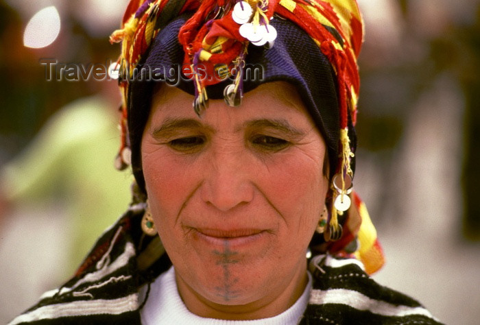 moroc86: Morocco / Maroc - Imilchil: lady with traditional head-gear - Ait Haddidou tribe - photo by F.Rigaud - (c) Travel-Images.com - Stock Photography agency - Image Bank
