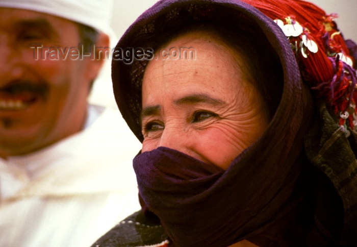 moroc88: Morocco / Maroc - Imilchil: woman letting the eyes smile - photo by F.Rigaud - (c) Travel-Images.com - Stock Photography agency - Image Bank