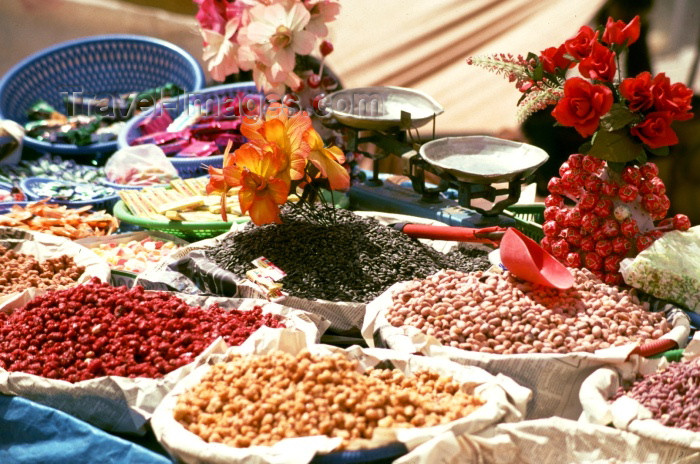 moroc90: Morocco / Maroc - Imilchil: beans and flowers - photo by F.Rigaud - (c) Travel-Images.com - Stock Photography agency - Image Bank