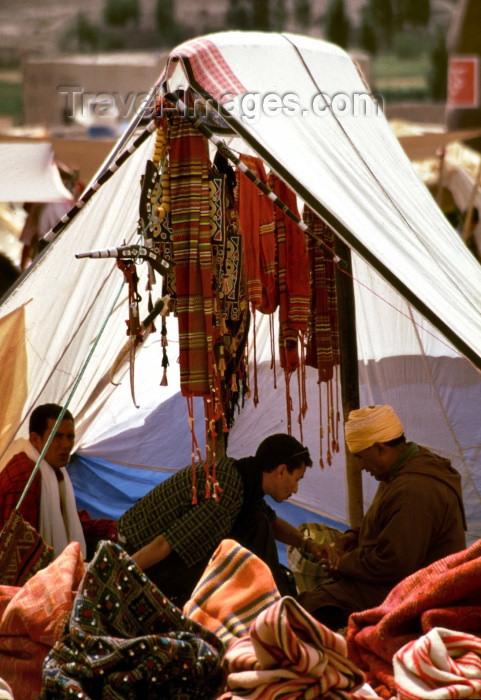 moroc91: Morocco / Maroc - Imilchil: tent in the market - photo by F.Rigaud - (c) Travel-Images.com - Stock Photography agency - Image Bank