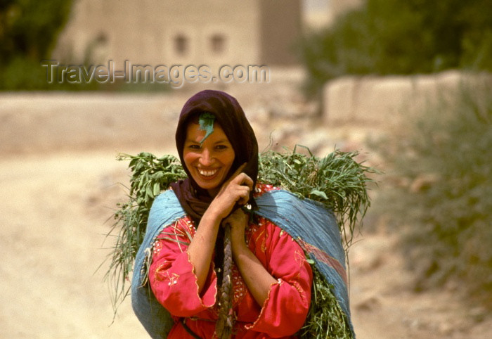 moroc94: Morocco / Maroc - Imilchil: woman returning from the fields - broad smile - photo by F.Rigaud - (c) Travel-Images.com - Stock Photography agency - Image Bank