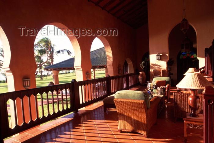 mozambique120: Mozambique / Moçambique - Pemba / Porto Amelia, provincia de Cabo Delgado: Pemba Beach hotel and spa - inside - arches and colonial veranda / Hotel Pemba Beach - interior - photo by F.Rigaud - (c) Travel-Images.com - Stock Photography agency - Image Bank
