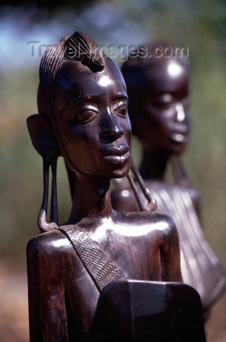 mozambique126: Mozambique / Moçambique - Pemba: Maconde figures - local art - wooden statues / arte local - estatuetas de madeira - photo by F.Rigaud - (c) Travel-Images.com - Stock Photography agency - Image Bank