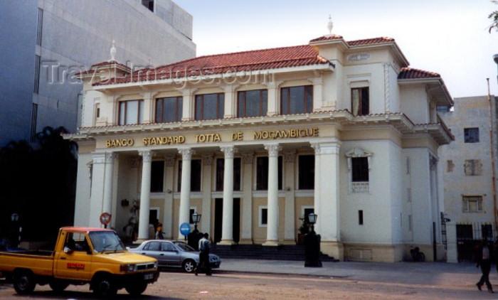 mozambique13: Mozambique / Moçambique - Maputo / Lourenço Marques / MPM : Banco Standard Totta de Moçambique - Rua Consiglieri Pedroso - photo by M.Torres - (c) Travel-Images.com - Stock Photography agency - Image Bank