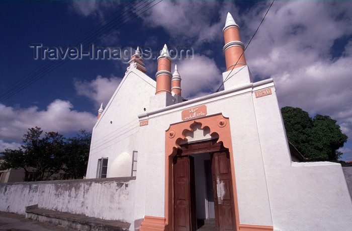 mozambique143: Mozambique / Moçambique - Inhambane: the old mosque / a mesquita velha - Mesquita dos Mouros - Mesquita de Cima - photo by F.Rigaud - (c) Travel-Images.com - Stock Photography agency - Image Bank