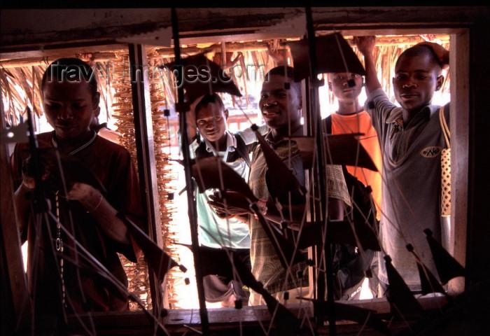 mozambique181: Mozambique / Moçambique - building a ship for the tourists / artesão constroi um veleiro para os turistas - photo by F.Rigaud - (c) Travel-Images.com - Stock Photography agency - Image Bank
