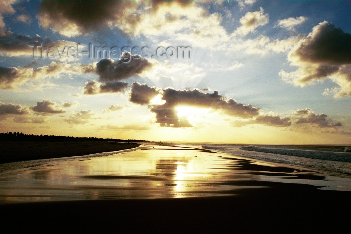 mozambique183: Mozambique / Moçambique - Inhambane: Tofo beach - sunset / pôr do sol - photo by J.Stroh - (c) Travel-Images.com - Stock Photography agency - Image Bank