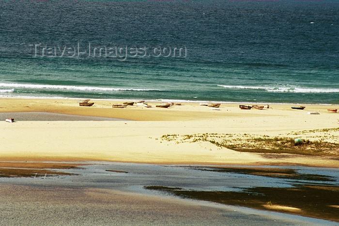 mozambique186: Mozambique / Moçambique - Inhambane: Barra beach / praia da barra - recife - photo by J.Stroh - (c) Travel-Images.com - Stock Photography agency - Image Bank