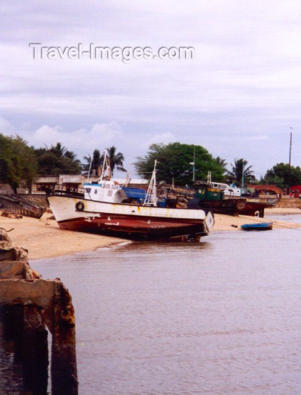mozambique40: Catembe, Maputo province, Mozambique: old boats on the beach / na praia - photo by M.Torres - (c) Travel-Images.com - Stock Photography agency - Image Bank