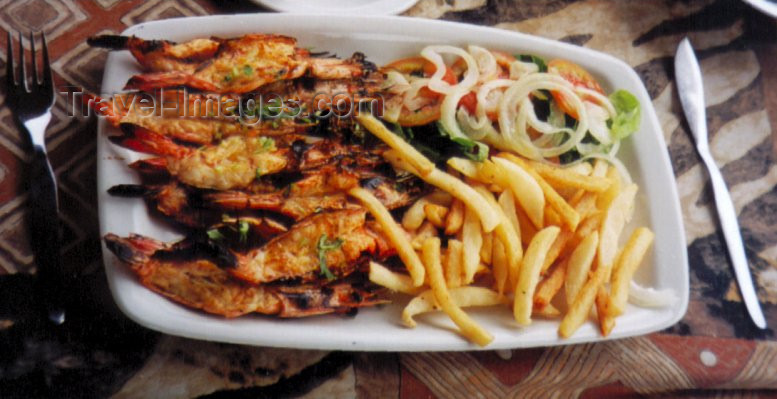 mozambique41: Catembe, Mozambique: prawns and chips - Mozambican food / camarões grelhados - photo by M.Torres - (c) Travel-Images.com - Stock Photography agency - Image Bank
