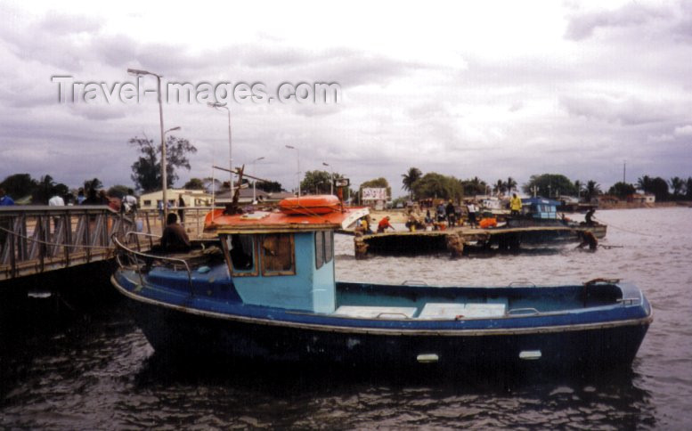 mozambique43: Catembe, Mozambique: the ferry terminal / terminal maritimo - photo by M.Torres - (c) Travel-Images.com - Stock Photography agency - Image Bank
